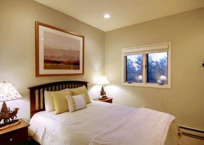 Buffalo Pass Bedroom Overlook 400x284 - Home Interiors