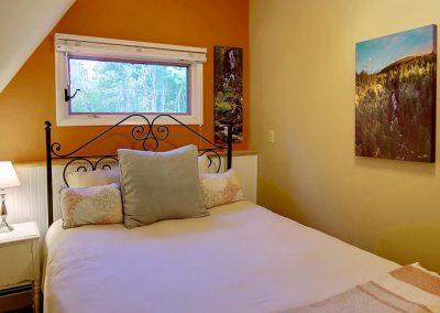 Fish Creek Falls Bedroom Upper Cottage Bella Vista 400x284 - Home Interiors