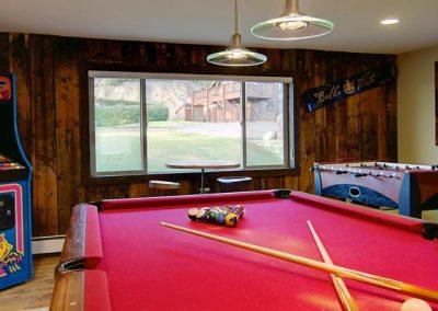 Game Room Lodge Bella Vista 400x284 - Home Interiors