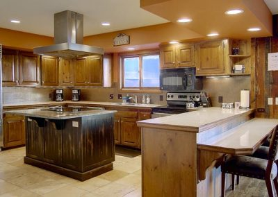 Kitchen Large Bright 400x284 - Home Interiors